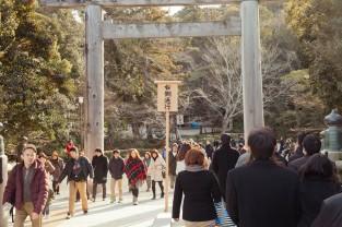 Walking into the Naiku shrine.