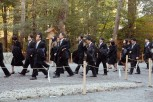 Pilgrims make their way to Geku to pay their respects.